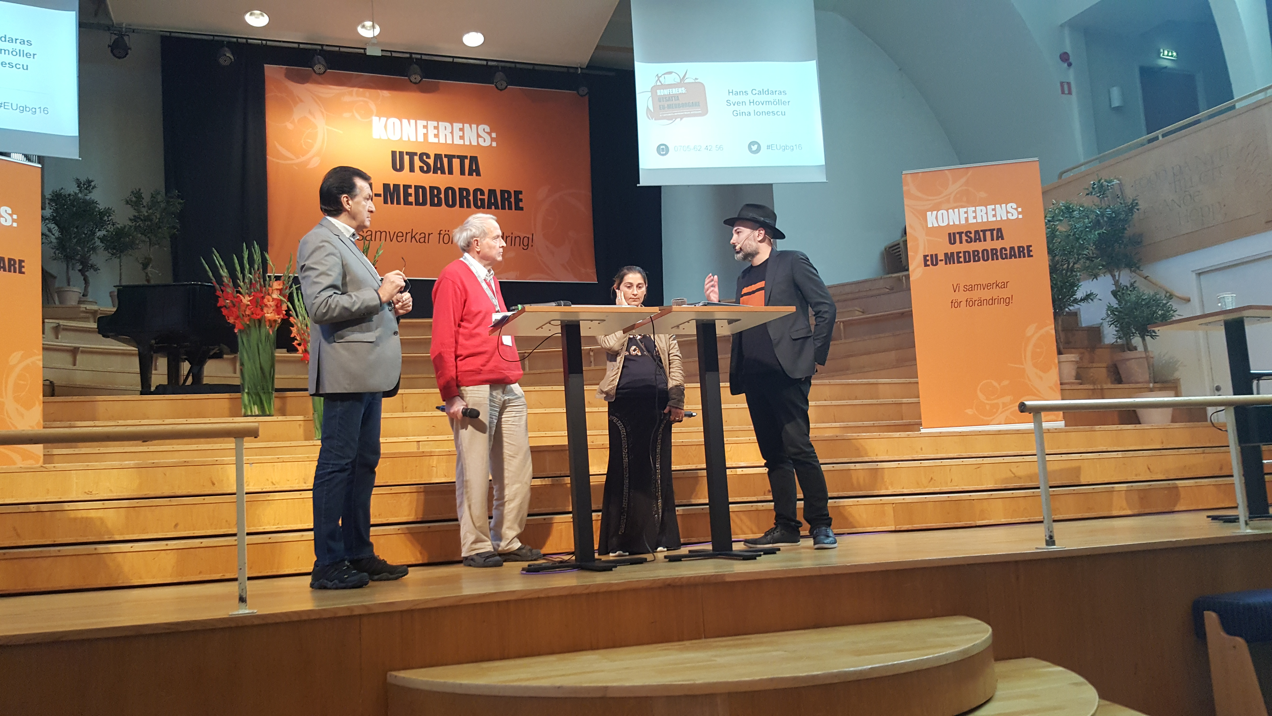 Avhysningar diskuterades med ett historiskt svenskt perspektiv. Både Hans Caldaras (längst till vänster) och Gina Ionescu (tredje från vänster) har egna erfarenheter av att bli avhysta. Övriga på bild (från vänster) är Sven Hovmöller från föreningen HEM och Aaron Israelson.